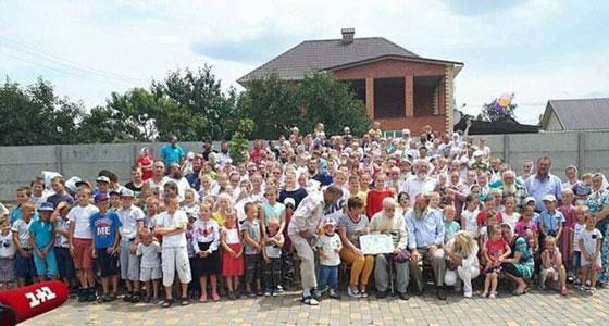 يستعد لموسوعة غينيس.. أكبر عائلة في العالم لدى رجل أوكراني  صورة رقم 2