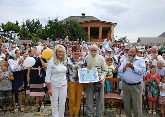 يستعد لموسوعة غينيس.. أكبر عائلة في العالم لدى رجل أوكراني  صورة رقم 1