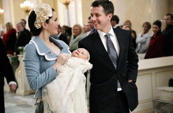 بالصور: معموديات اطفال العائلات المالكة آخرها الامير الصغير لويس ابن دوق ودوقة كامبريدج  صورة رقم 2