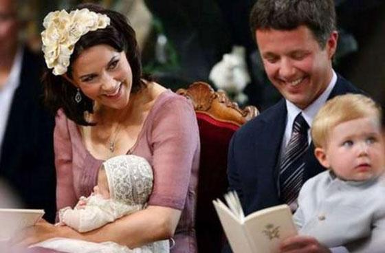 بالصور: معموديات اطفال العائلات المالكة آخرها الامير الصغير لويس ابن دوق ودوقة كامبريدج  صورة رقم 3