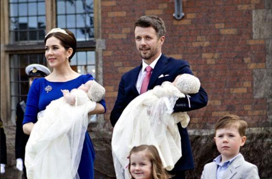 بالصور: معموديات اطفال العائلات المالكة آخرها الامير الصغير لويس ابن دوق ودوقة كامبريدج  صورة رقم 4