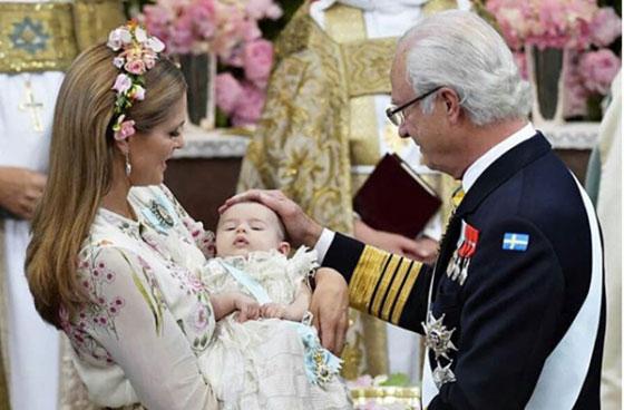 بالصور: معموديات اطفال العائلات المالكة آخرها الامير الصغير لويس ابن دوق ودوقة كامبريدج  صورة رقم 7