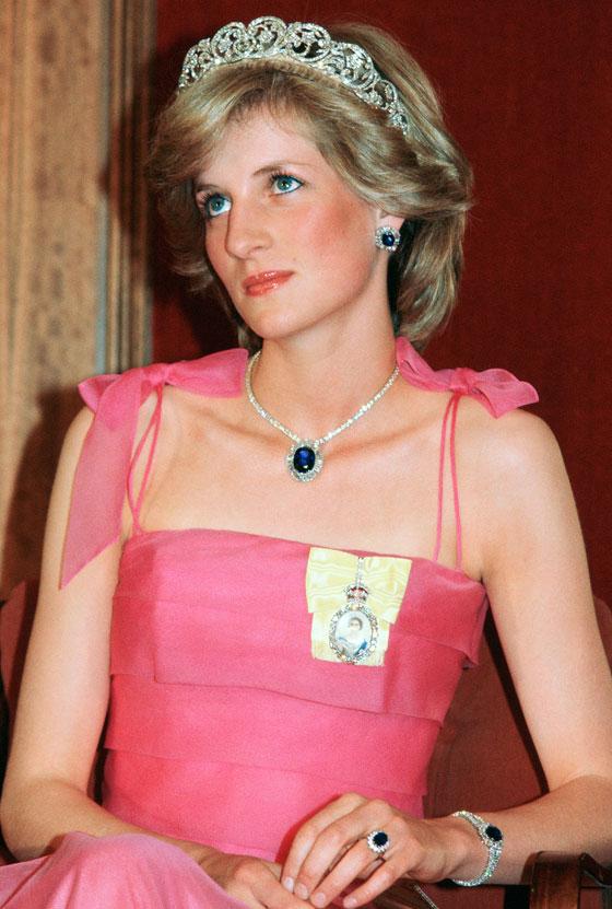الأميرة ديانا حاضرة بعرض أزياء في نيويورك بعد 22 عاما على وفاتها صورة رقم 11