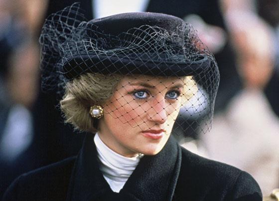 الأميرة ديانا حاضرة بعرض أزياء في نيويورك بعد 22 عاما على وفاتها صورة رقم 12