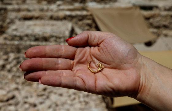 اكتشاف قرط ذهبي عمره 2200 عام يكشف حقائق نادرة عن القدس صورة رقم 2