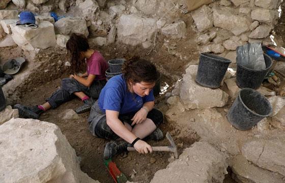 اكتشاف قرط ذهبي عمره 2200 عام يكشف حقائق نادرة عن القدس صورة رقم 3