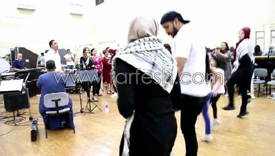 الفنانة الفلسطينية دلال أبو آمنة تبدع بمهرجان مصر والاحتلال يزعم أنها إسرائيلية! صورة رقم 8