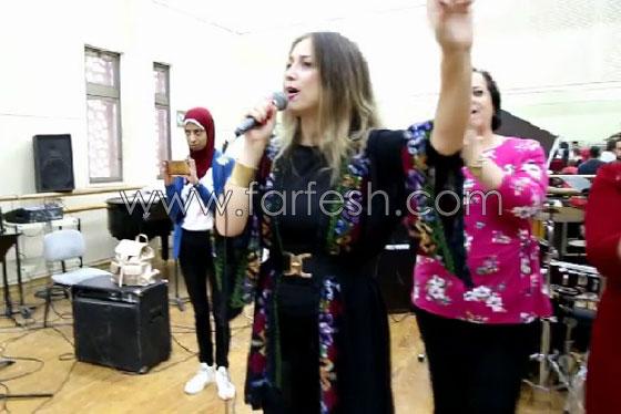الفنانة الفلسطينية دلال أبو آمنة تبدع بمهرجان مصر والاحتلال يزعم أنها إسرائيلية! صورة رقم 12