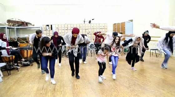 الفنانة الفلسطينية دلال أبو آمنة تبدع بمهرجان مصر والاحتلال يزعم أنها إسرائيلية! صورة رقم 13