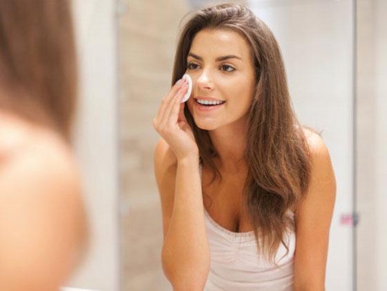 صورة رقم 1 - إتباعك لهذه العادات السيئة تؤثر على مظهرك وجمالك