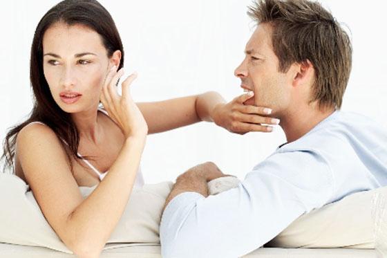 صورة رقم 2 - بمساعدة لغة الجسد.. 6 مؤشرات تدل على كذب زوجك! تعرفي إليها