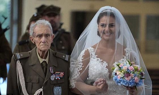 بالفيديو والصور.. عجوز (94 عاما) يحقق حلمه قبل يومين من وفاته! صورة رقم 1