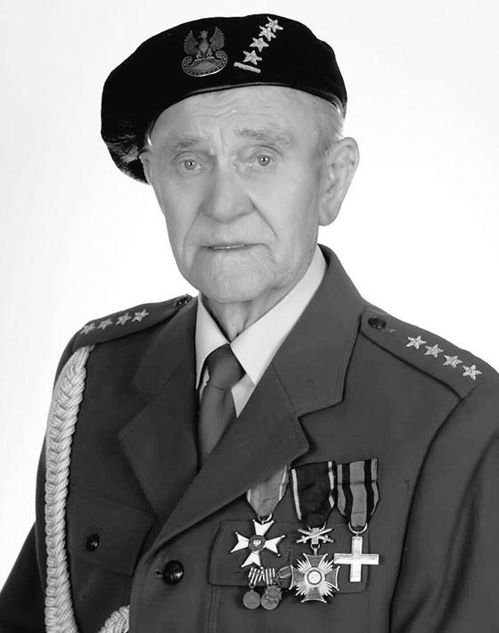 بالفيديو والصور.. عجوز (94 عاما) يحقق حلمه قبل يومين من وفاته! صورة رقم 17