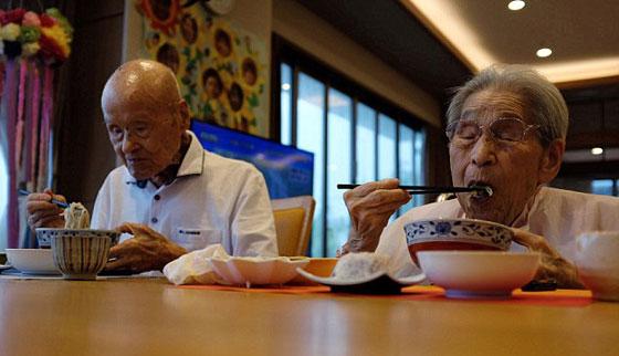 زوجان يابانيان يدخلان موسوعة غينيس لأكبر زوجان بالعالم، فما سر دوام زواجهما 80 عاما؟ صورة رقم 4