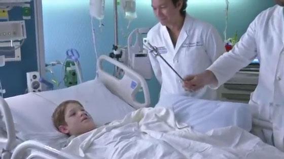 نجاة طفل (10 سنوات) من الموت بأعجوبة بعد اختراق سيخ لحم معدني لرأسه! صورة رقم 7