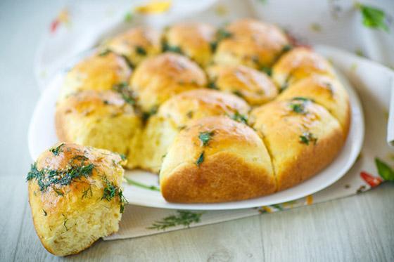 طريقة تحضير كرات الخبز بالثوم الشهية بطريقة سهلة وسريعة صورة رقم 1