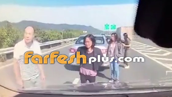فيديو: عائلة صينية تنجو من حادث سير وتتعرض لحادث آخر خطير ومروع بعد ثوان! صورة رقم 1