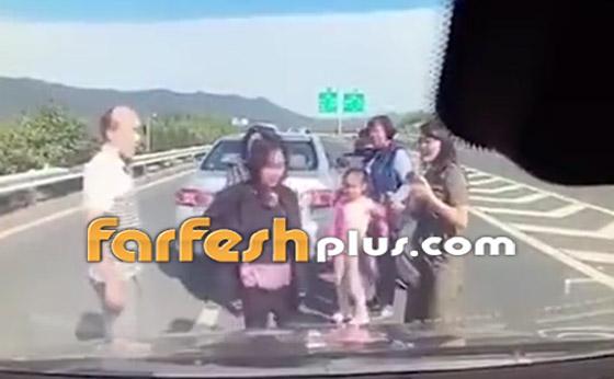 فيديو: عائلة صينية تنجو من حادث سير وتتعرض لحادث آخر خطير ومروع بعد ثوان! صورة رقم 2