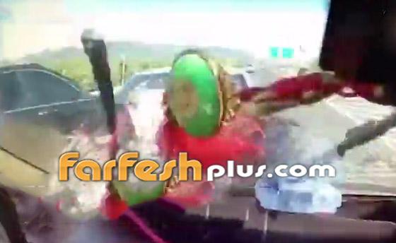 فيديو: عائلة صينية تنجو من حادث سير وتتعرض لحادث آخر خطير ومروع بعد ثوان! صورة رقم 5