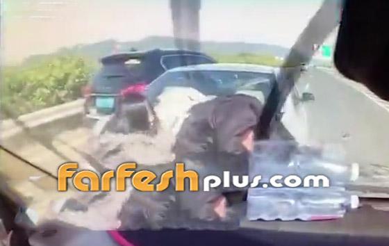 فيديو: عائلة صينية تنجو من حادث سير وتتعرض لحادث آخر خطير ومروع بعد ثوان! صورة رقم 6
