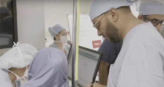 بالفيديو والصور.. نجاح أول عملية جراحية فريدة لفصل توأم ملتصق في قطر صورة رقم 12