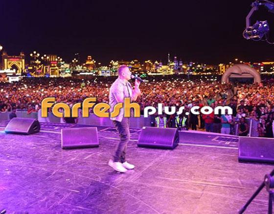 بسبب دينا الشربيني، عمرو دياب يتشاجر مع الأمن الإنجليزي! بالفيديو صورة رقم 4