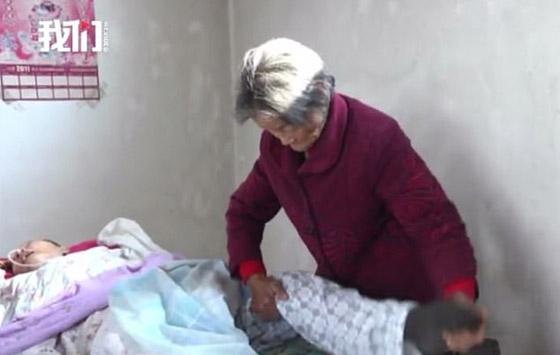 معجزة.. رجل صيني يستيقظ من غيبوبة بعد اعتناء والدته به 12عاما صورة رقم 6