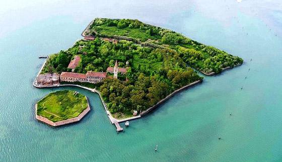 جزيرة بوفيجليا: الجزيرة الأكثر رعبا بالعالم مليئة بالجثث وتربتها رماد بشري! صورة رقم 1