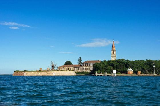 جزيرة بوفيجليا: الجزيرة الأكثر رعبا بالعالم مليئة بالجثث وتربتها رماد بشري! صورة رقم 20