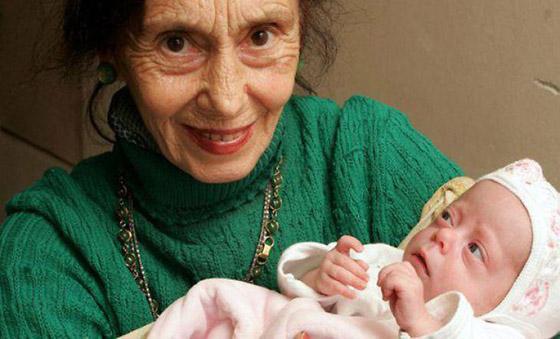 أمهات أنجبن أطفالهن فوق الـ60 عاما: أكبرهن هندية أنجبت في سن 72 صورة رقم 5