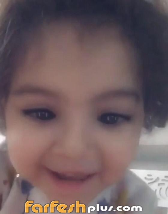 بالفيديو: طفلة صغيرة تبهر الفنان تامر حسني بادائها (عيش بشوقك).. صورة رقم 3