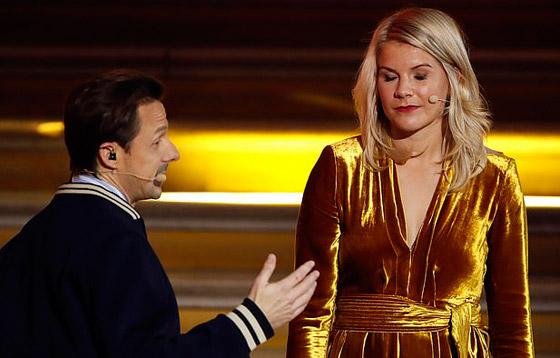 فضيحة على الهواء! طلب صادم من لاعبة نرويجية في حفل جوائز الكرة الذهبية صورة رقم 3