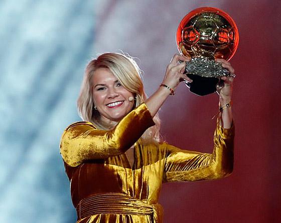 فضيحة على الهواء! طلب صادم من لاعبة نرويجية في حفل جوائز الكرة الذهبية صورة رقم 8