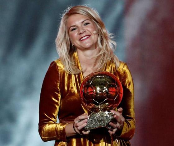 فضيحة على الهواء! طلب صادم من لاعبة نرويجية في حفل جوائز الكرة الذهبية صورة رقم 12