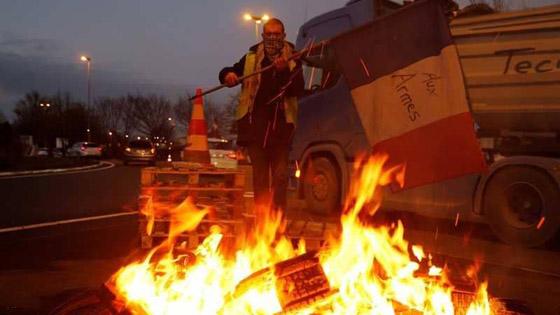 حركة السترات الصفراء تضيق الاحتجاجات على ماكرون: يعتقدون أننا حمقى! صورة رقم 4