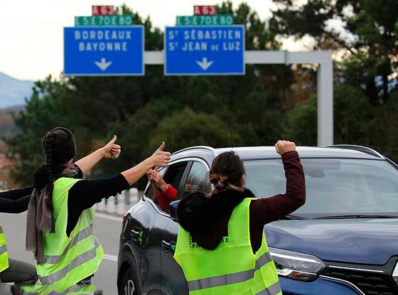 حركة السترات الصفراء تضيق الاحتجاجات على ماكرون: يعتقدون أننا حمقى! صورة رقم 7