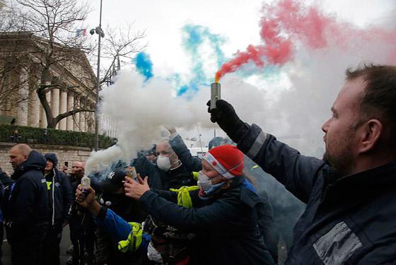حركة السترات الصفراء تضيق الاحتجاجات على ماكرون: يعتقدون أننا حمقى! صورة رقم 8