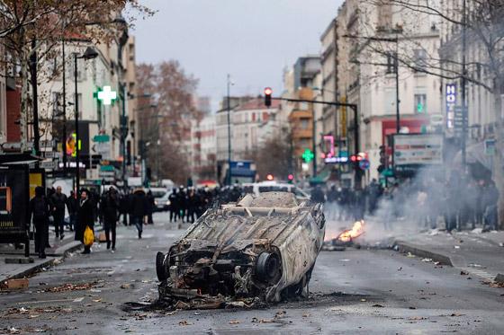 حركة السترات الصفراء تضيق الاحتجاجات على ماكرون: يعتقدون أننا حمقى! صورة رقم 11