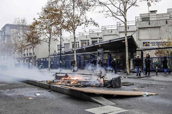حركة السترات الصفراء تضيق الاحتجاجات على ماكرون: يعتقدون أننا حمقى! صورة رقم 12