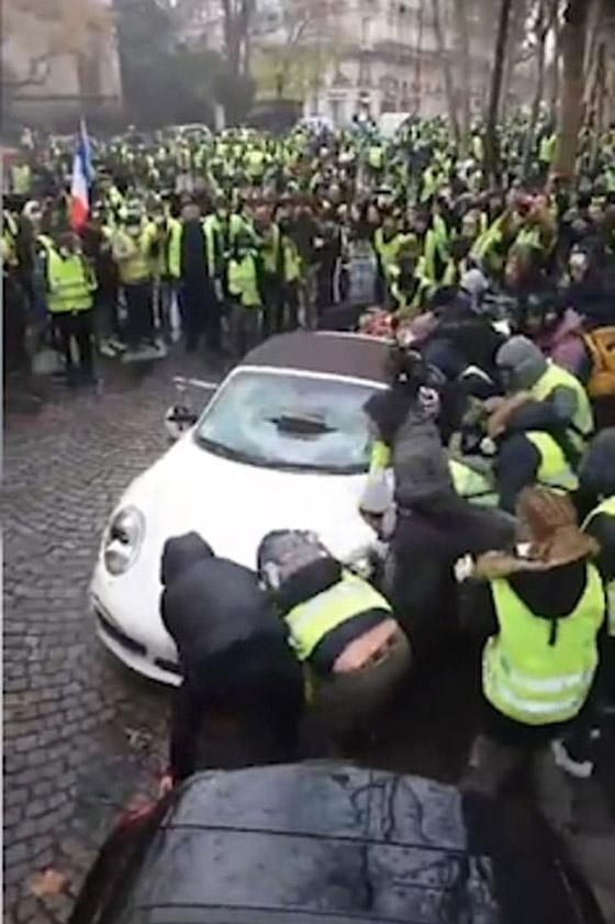 حركة السترات الصفراء تضيق الاحتجاجات على ماكرون: يعتقدون أننا حمقى! صورة رقم 13