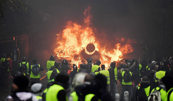 حركة السترات الصفراء تضيق الاحتجاجات على ماكرون: يعتقدون أننا حمقى! صورة رقم 1