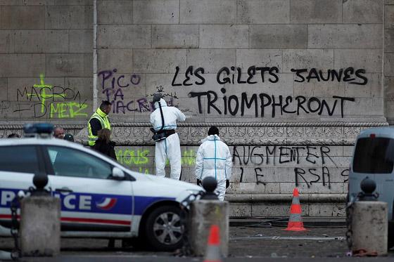 حركة السترات الصفراء تضيق الاحتجاجات على ماكرون: يعتقدون أننا حمقى! صورة رقم 26