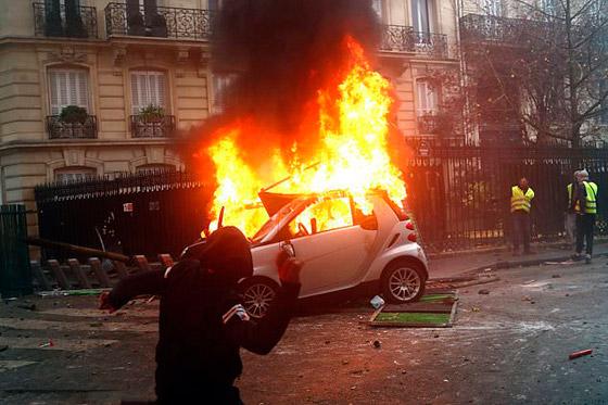 حركة السترات الصفراء تضيق الاحتجاجات على ماكرون: يعتقدون أننا حمقى! صورة رقم 38