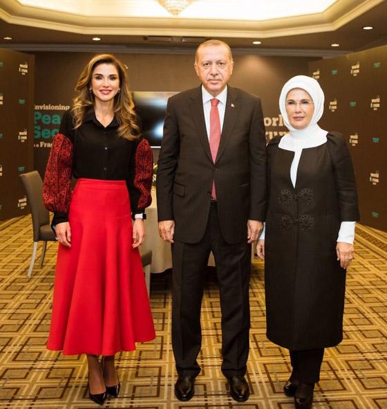صور الملكة رانيا تتألق بأزياء مصممين عرب لتشجيع الابداع العربي صورة رقم 6