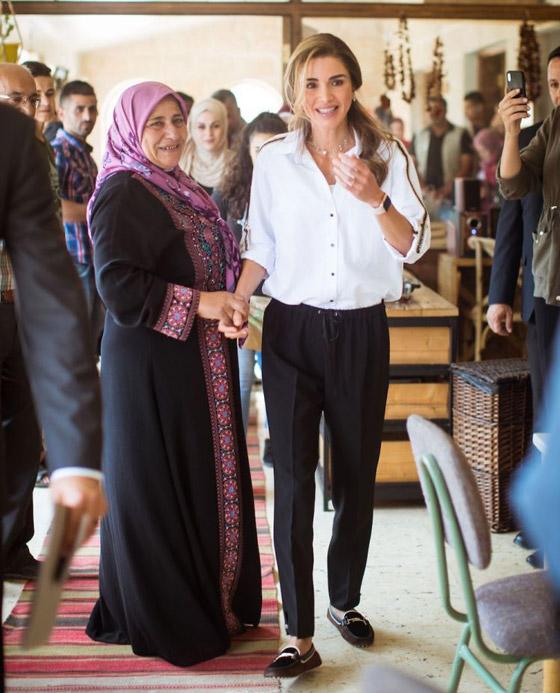 صور الملكة رانيا تتألق بأزياء مصممين عرب لتشجيع الابداع العربي صورة رقم 7
