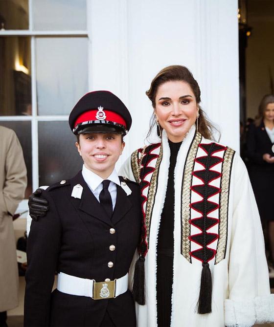 صور الملكة رانيا تتألق بأزياء مصممين عرب لتشجيع الابداع العربي صورة رقم 1