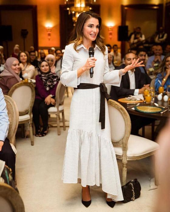 صور الملكة رانيا تتألق بأزياء مصممين عرب لتشجيع الابداع العربي صورة رقم 9