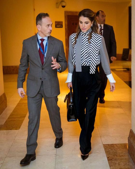 صور الملكة رانيا تتألق بأزياء مصممين عرب لتشجيع الابداع العربي صورة رقم 24