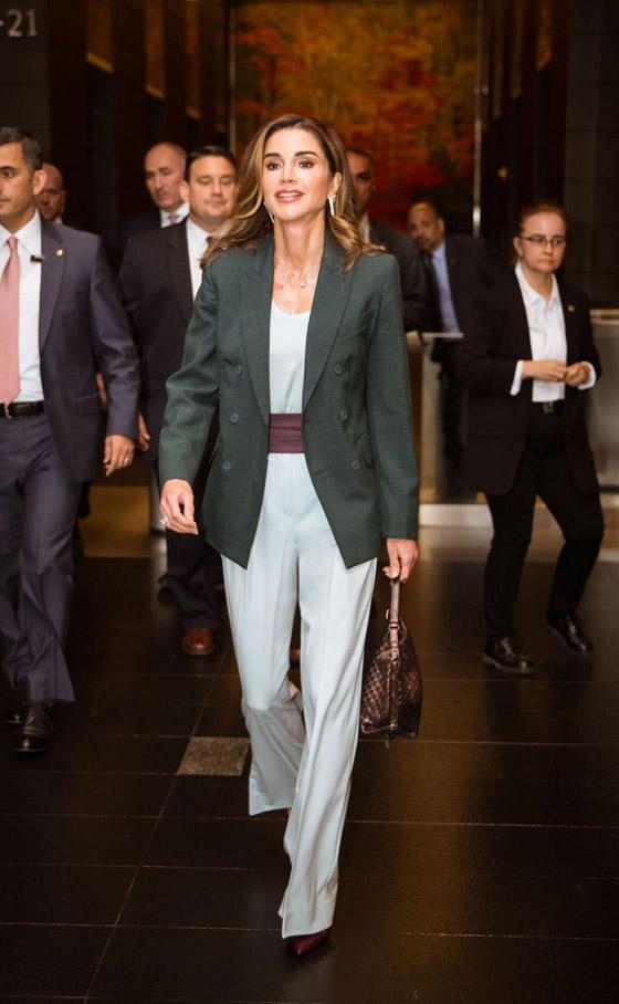 صور الملكة رانيا تتألق بأزياء مصممين عرب لتشجيع الابداع العربي صورة رقم 27