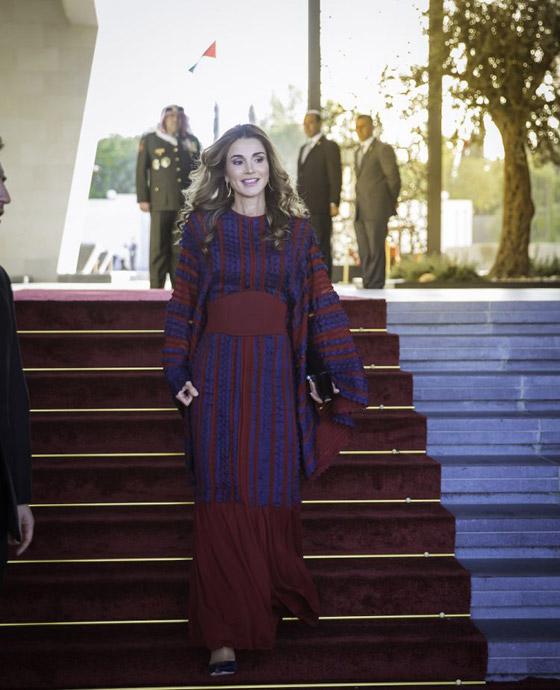 صور الملكة رانيا تتألق بأزياء مصممين عرب لتشجيع الابداع العربي صورة رقم 32